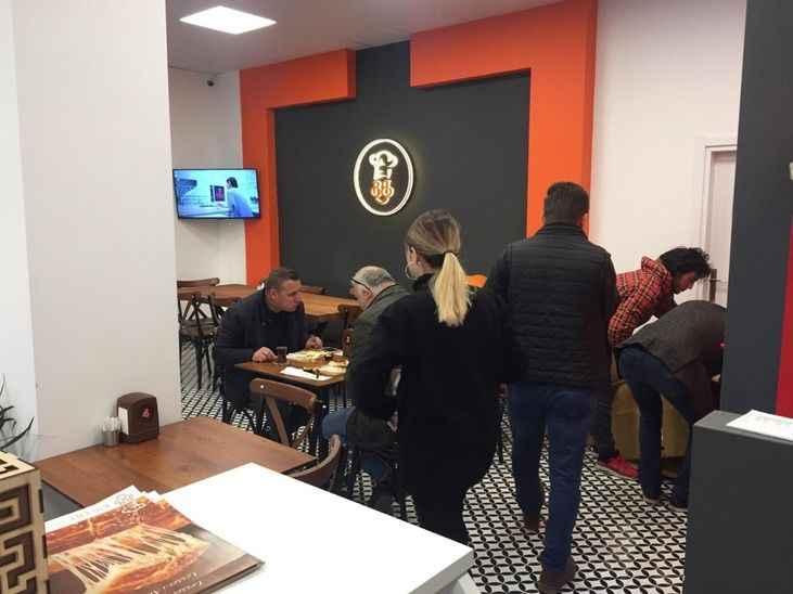 Bülent Börekçilik Bosna Caddesi'nde hizmete açıldı