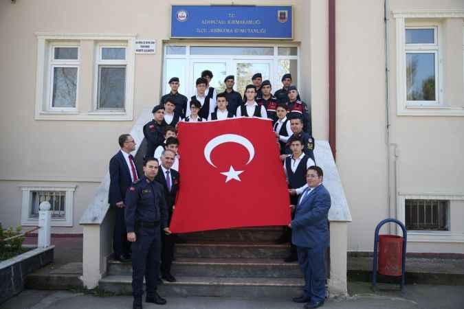 """""""Eren"""" isimli öğrencilerden askerlere ziyaret"""