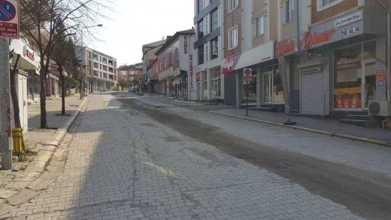 Ferizli'de yasağın ardından cadde ve sokaklar boş kaldı