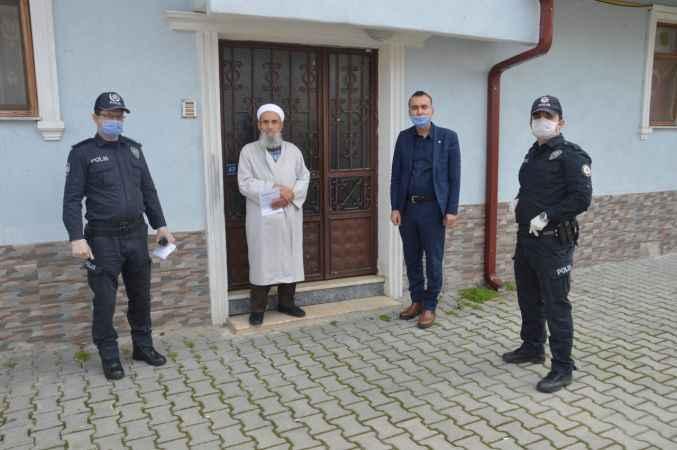 Şehit Kaymakam Safitürk'ün babasına emekli maaşını polis ekipleri evinde teslim etti