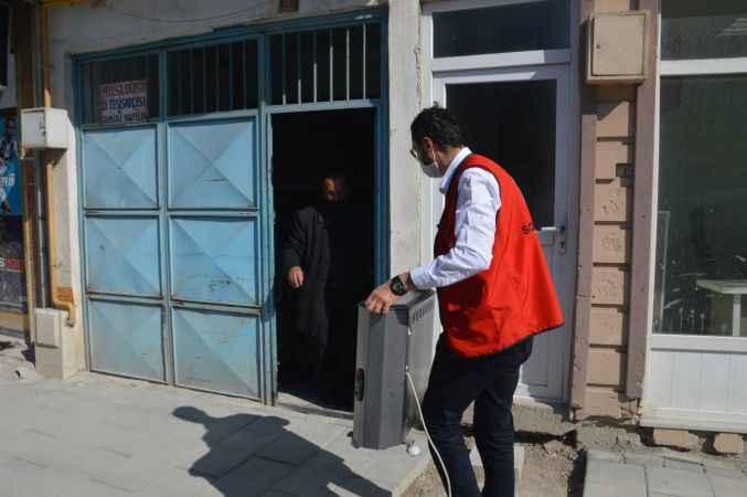 Vefa Sosyal Destek Grubu yaşlı adamın elektrikli soba ihtiyacını karşıladı