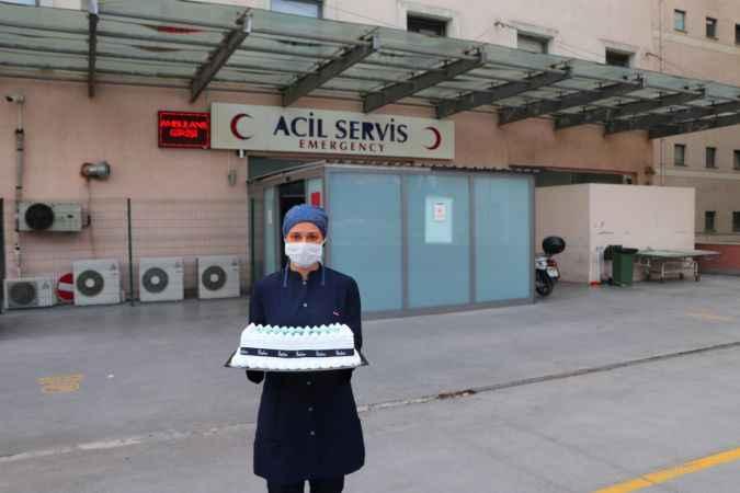 Sakarya'da Tuğçe hemşireye doğum günü sürprizi