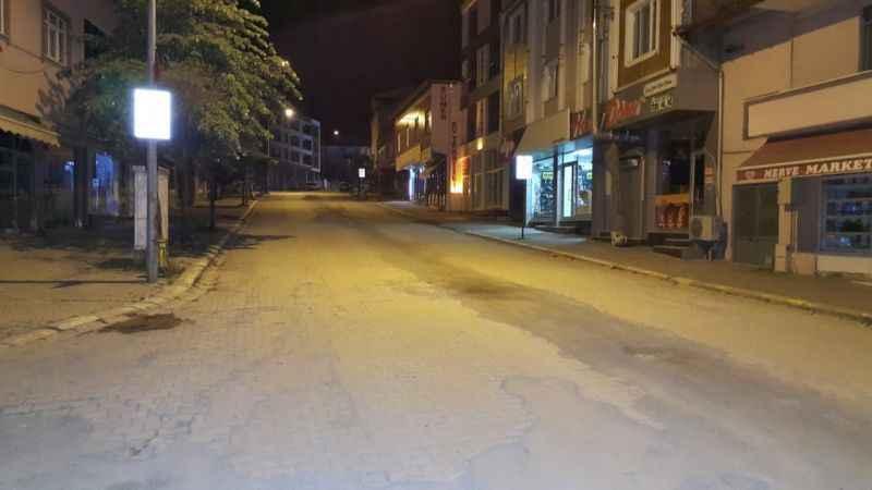"""Ferizli'de """"Evde kal Türkiye"""" çağrısına büyük ölçüde uyuluyor"""