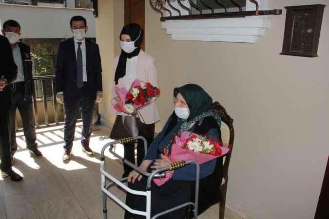 """Sakarya'da yaşayan 103 yaşındaki Fatma nineye """"Anneler Günü"""" sürprizi"""