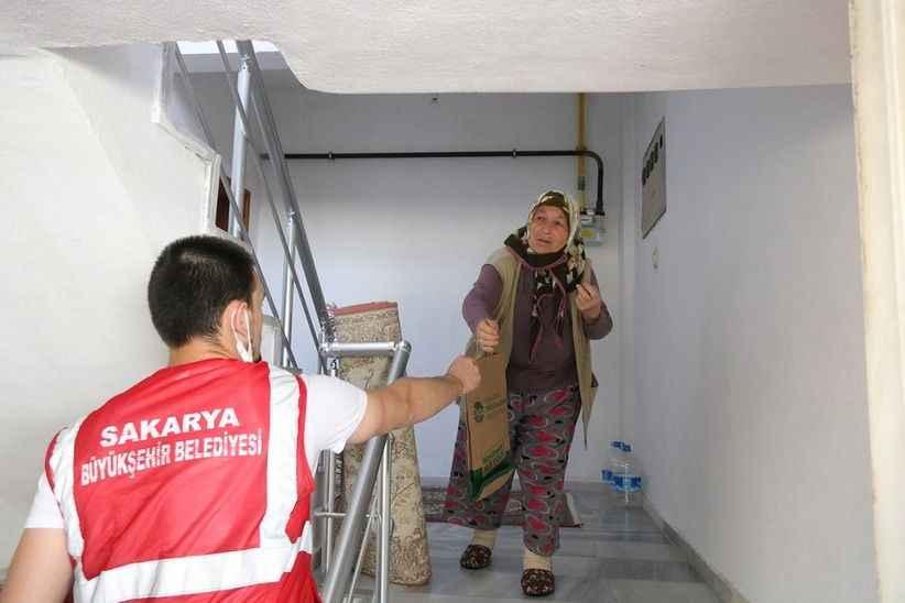 Salgın destek paketleri Geyve'de hanelere ulaşıyor