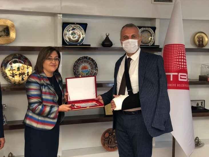 Başkan Babaoğlu aracı Fatma Şahin'den teslim aldı