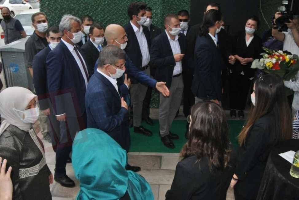 Davutoğlu 1000 yataklı hastanenin gecikmesini eleştirdi