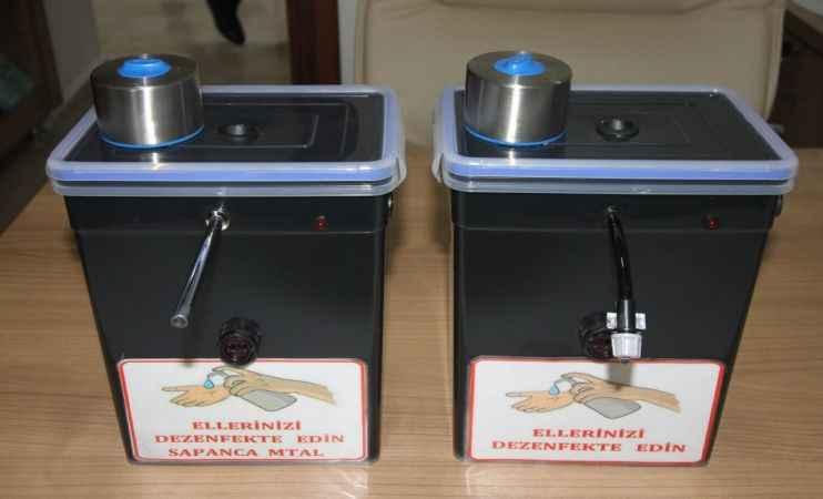 Lise öğretmeni temassız el dezenfektan cihazı üretti