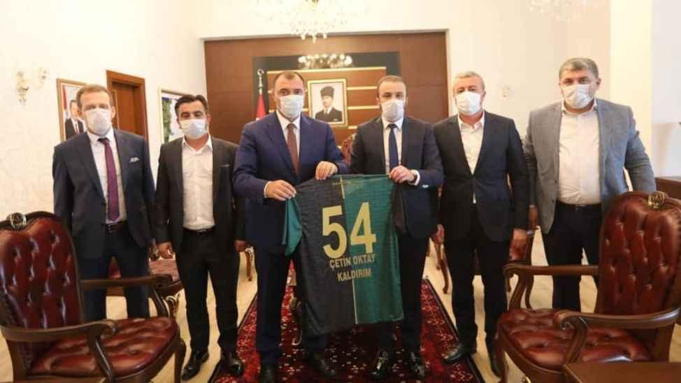 Sakaryaspor yönetimi Vali Kaldırım'ı ziyaret etti