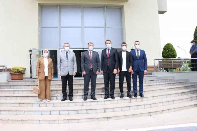 AK Parti Genel Başkan Yardımcısı Yavuz ve Sakarya milletvekillerinden Vali Kaldırım'a ziyaret