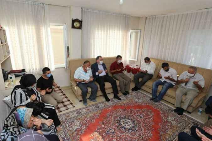 Sakarya Valisi Kaldırım'dan patlamada hayatını kaybedenlerin ailelerine taziye ziyareti