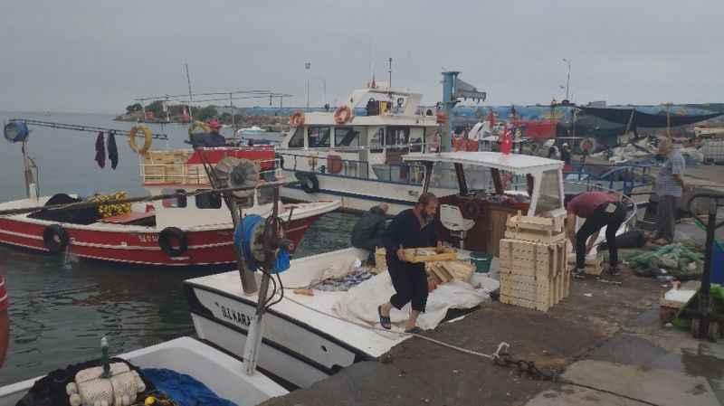 Balıkçılar yeni sezonda elleri dolu dönüyor