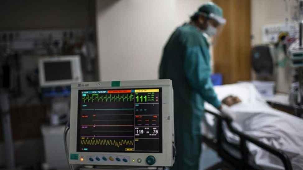 """Bilim Kurulu Üyesi açıkladı; """"Vakalar böyle artarsa hastanelerde sağlık çalışanı kalmayacak"""""""
