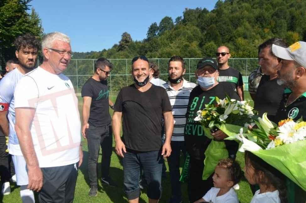 Sakaryaspor'a Kartepe'de çiçekli karşılama