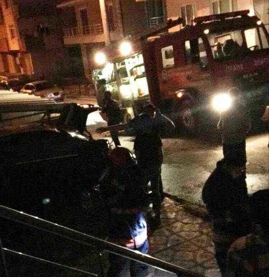 Serdivan'da park halindeki lüks otomobil yandı