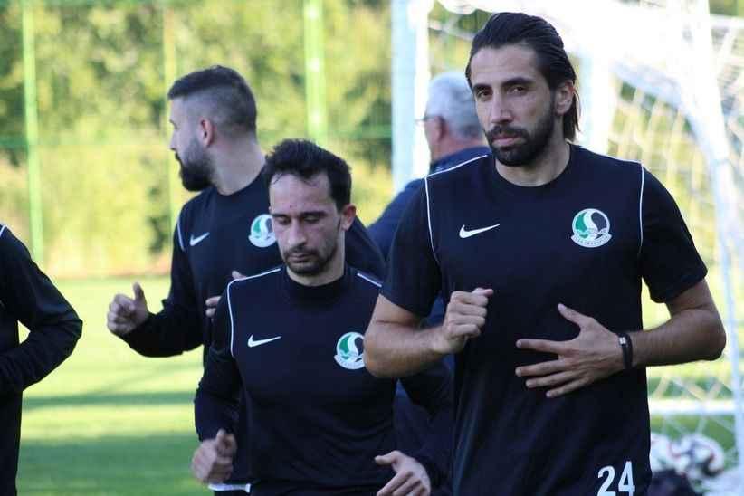 Sakaryaspor yeni transferle yollarını ayırdı!