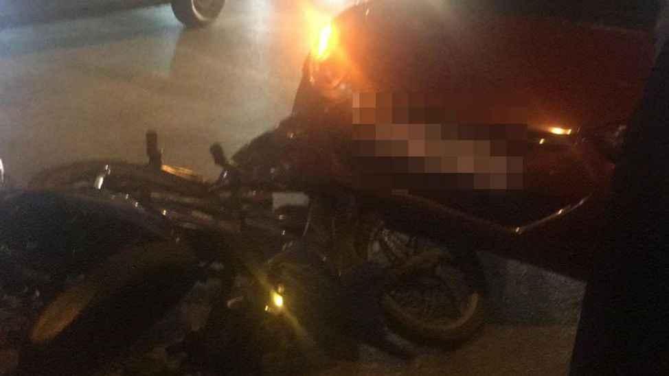 Serdivan'da kaza.. Motosikletli genç ölümden döndü