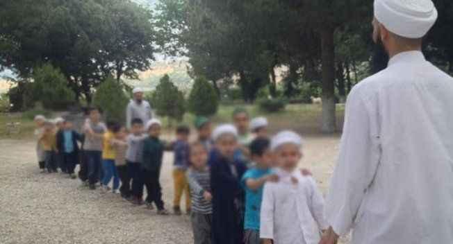 Korkutan açıklama: Türkiye'de 1 milyon çocuk tarikatların elinde