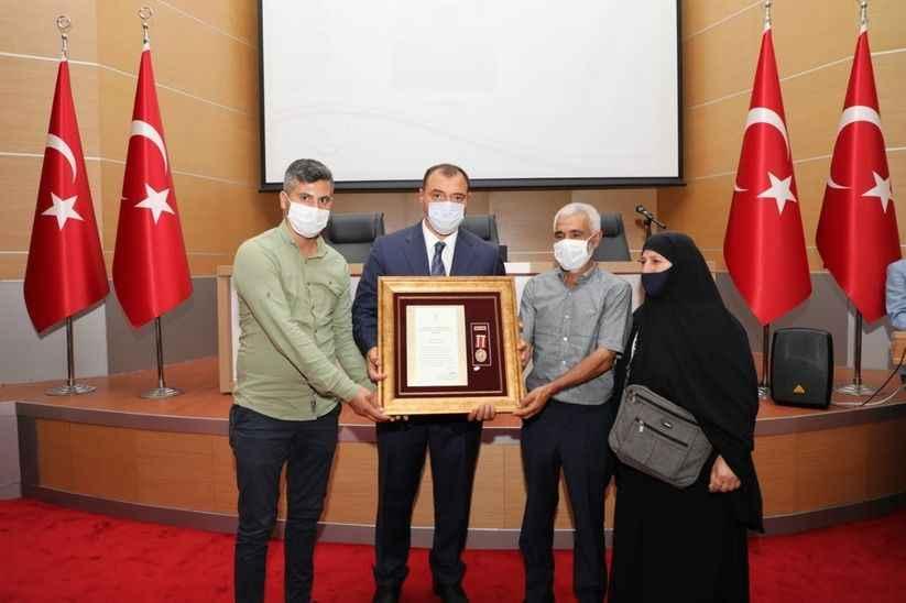 Gazilere ve Şehit ailelerine Devlet Övünç madalyası verildi