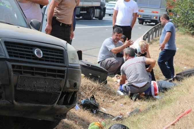TEM Otoyolu'nda can pazarı: 2'si çocuk 6 yaralı