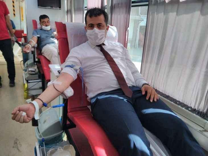 Taraklı'nın yeni kaymakamından kan bağışı