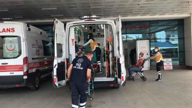 Hafif ticari araç su kanalına düştü: 3 yaralı