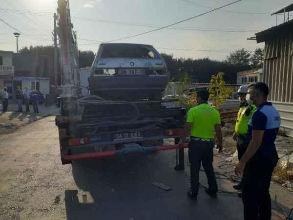 Polis ile zabıta ekipleri hurda ve atıl araç avına çıktı