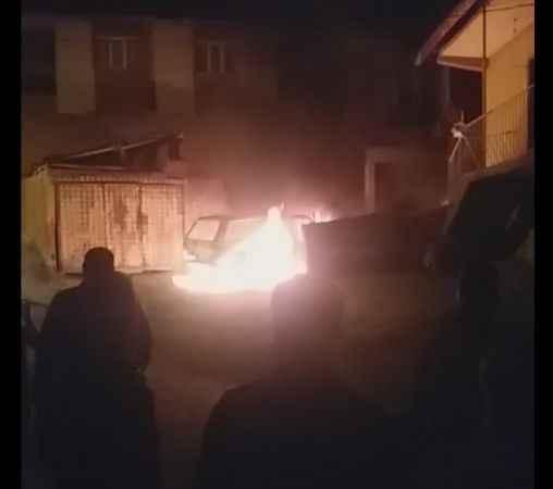Karabük'te park halindeki otomobil alev aldı
