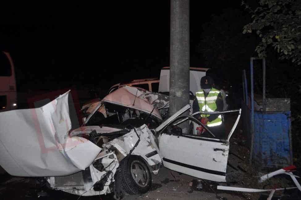 Direğe çarpan otomobil ikiye ayrıldı:2 yaralı
