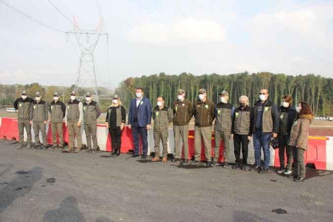 """Akyazı'da """"Geleceğe Nefes"""" kampanyası kapsamında fidanlar toprakla buluşturuldu"""