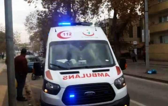 Tığcılar'da bıçaklı kavga! Polis karakolu önünde yere yığıldı