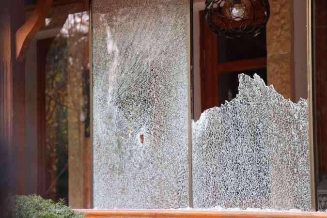 Ayhan Üstün'ün evine saldıran şüphelinin gözaltına alınması kamerada