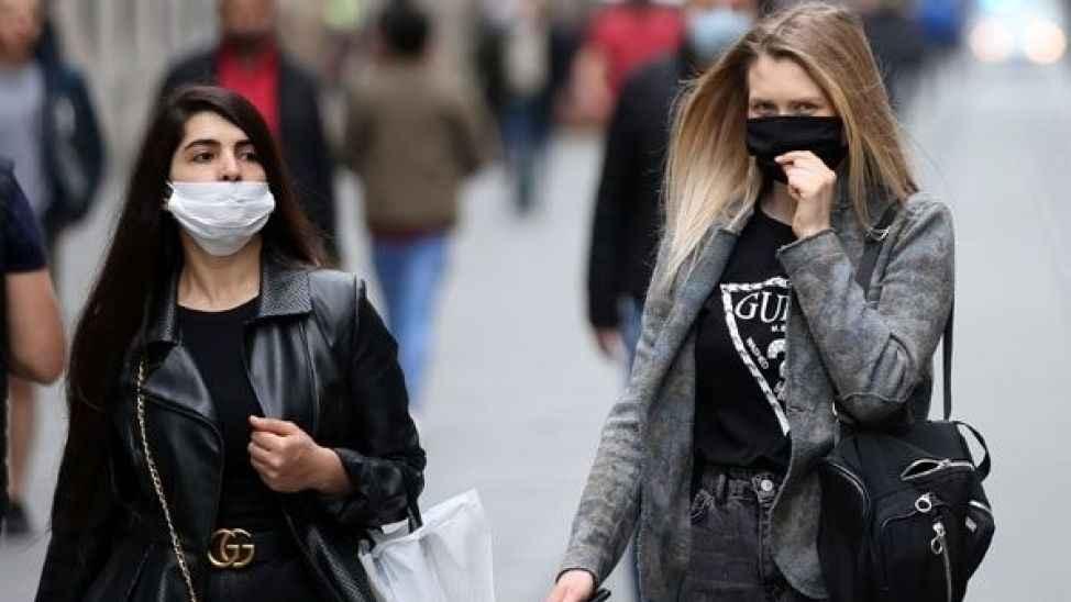 Koronavirüs aşısı olanlar maske takmaya devam edecek mi?