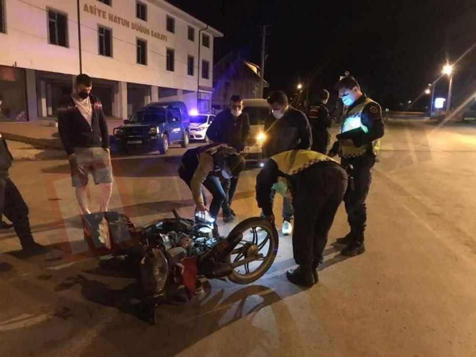 Boş yolda motosiklet ile cip çarpıştı!: 1 yaralı