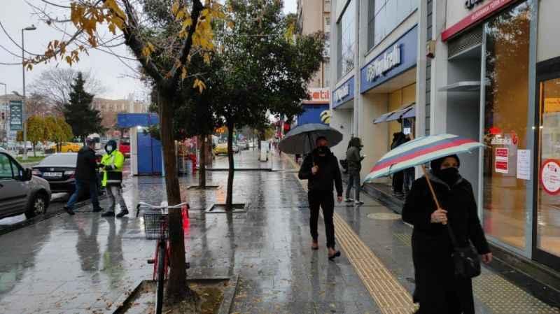 Sakaryalılar güne yağmurla başladı