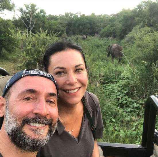 Bilardocu Saygıner Afrika'da sevgilisiyle safariye çıktı