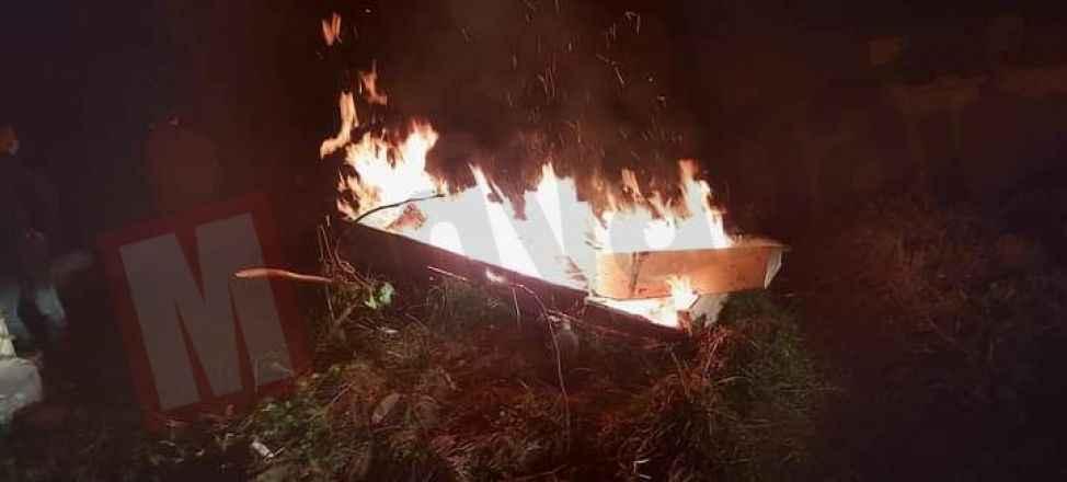 Akyazı'da bir ilk! Gece gömdükten sonra tabutu ateşe verdiler...