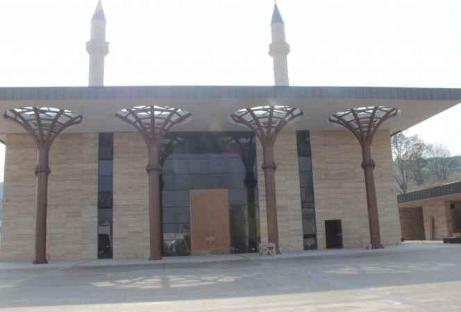 Söğütlü 3. OSB'deki Aliye İzzetbegoviç Camisi ibadete açıldı