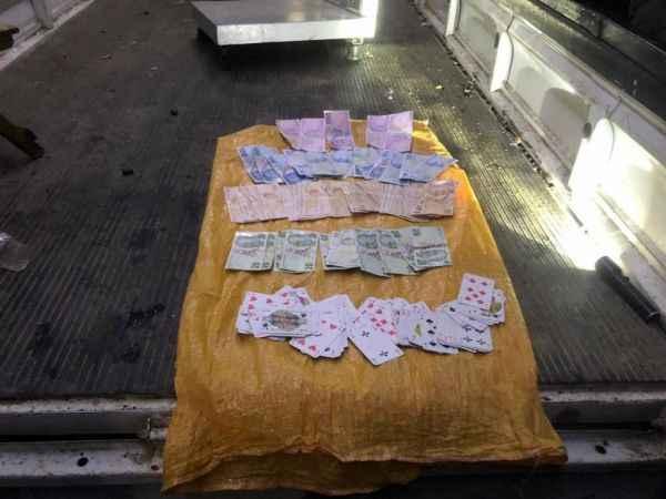 Düzce Tokuşlar'da  kamyonet kasasına kumar baskını: 8 gözaltı