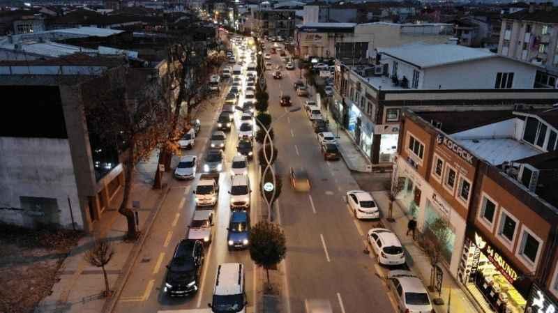 Sakarya'da yasak öncesi şehir trafiği...