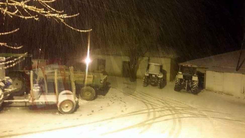 Pamukova'nın yüksek kesimlerinde de kar yağışı başladı