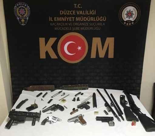 Polis baskınında 7 tabanca, 2 av tüfeği ele geçirildi