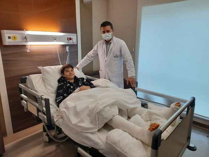 Bebekliğinden beri parmak ucunda yürüyen hastaya başarılı operasyon