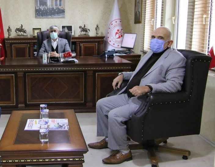 Akgün'den il müdürü Özsoy'a teşekkür plaketi