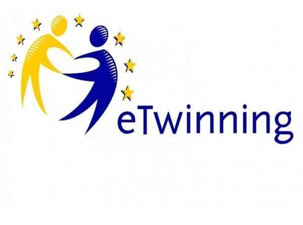 """Karasu'da """"eTwinning"""" projesinde başarılı olan öğretmenlere sertifikaları verildi"""