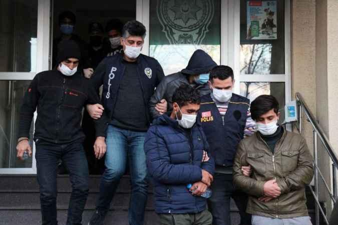 TEM'de yakalanan 23 göçmen sağlık kontrolüne çıkarıldı
