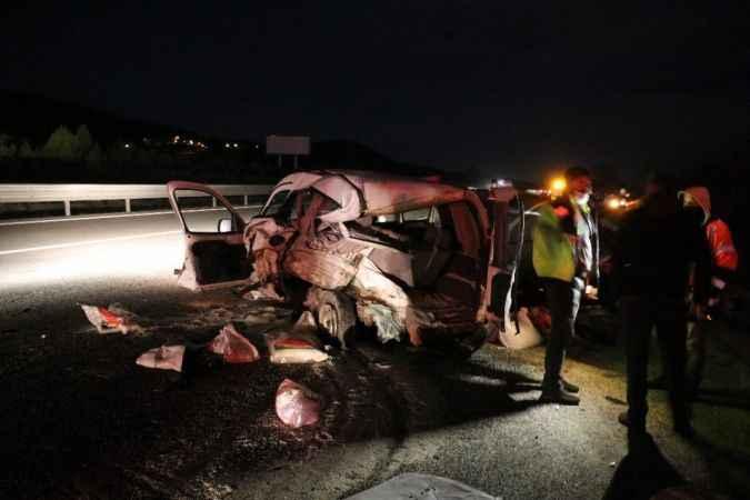 TEM'de otomobilin çarptığı hafif ticari araç sürücüsü öldü