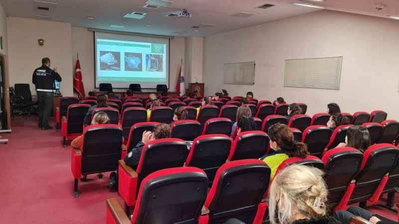 """Sakarya'da """"En İyi Narkotik Polisi Anne"""" projesi eğitimleri devam ediyor"""