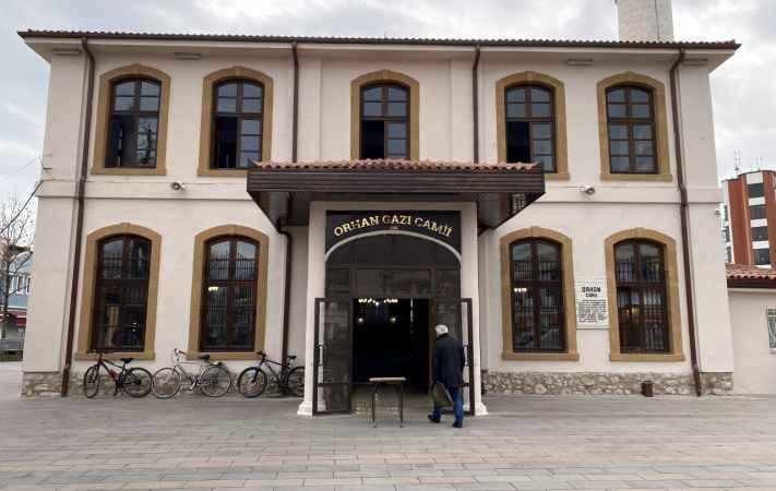 Doğu Marmara ve Batı Karadeniz'de 2021'in ilk sosyal mesafeli cuma namazı kılındı