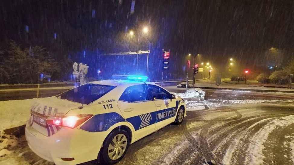 Sakarya'da kar yağışı etkisini sürdürüyor